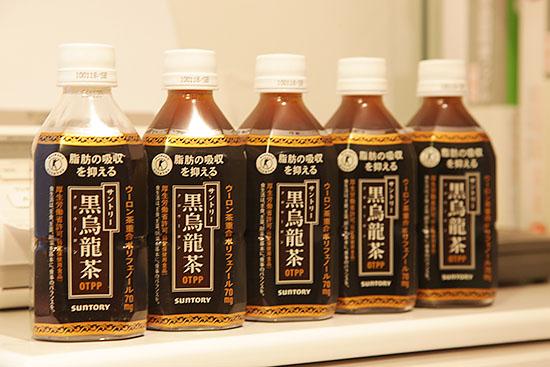 脂肪の吸引を抑える。サントリー黒烏龍茶。